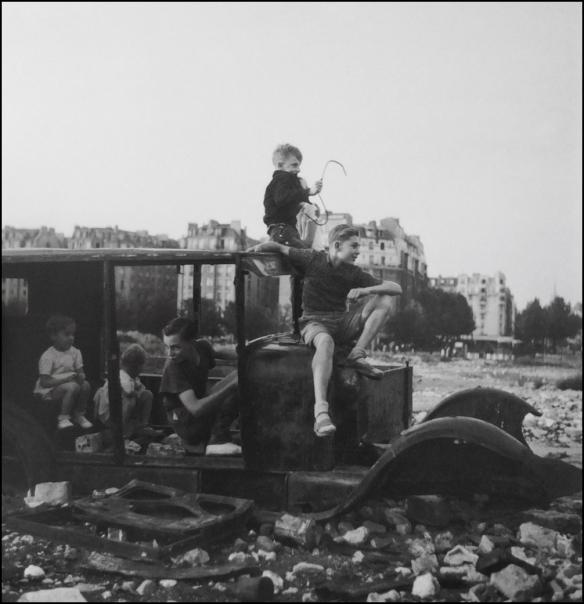 La voiture fondue, Paris, 1944
